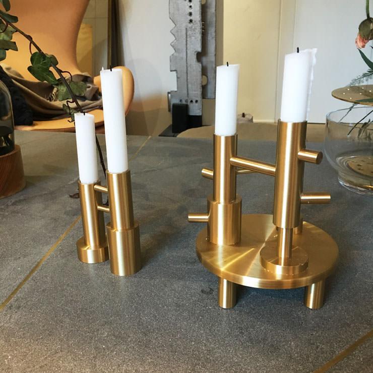 Castiçal de latão por Jaime Hayon para Fritz Hansen no Salone del Mobile Milan