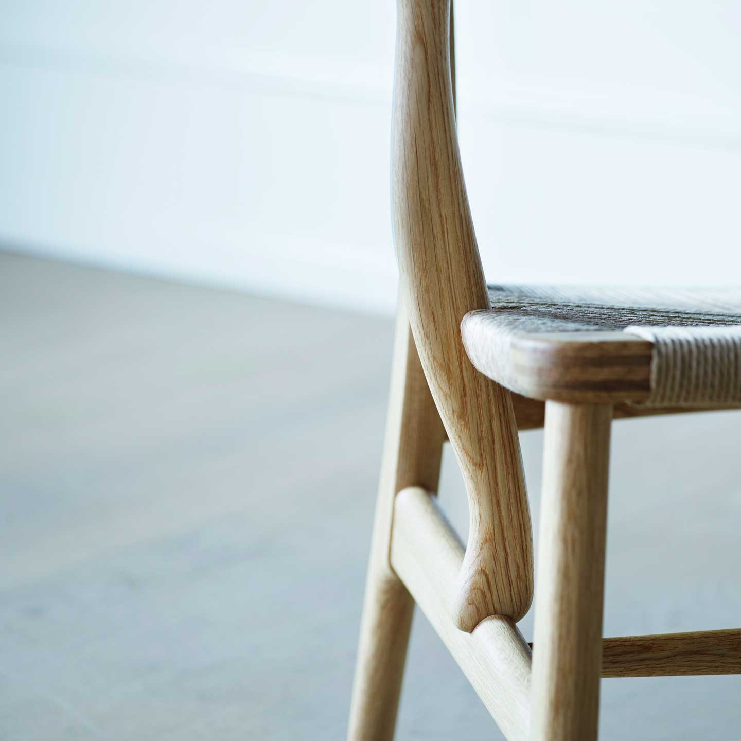 CH22 Lounge Chair - joint detail