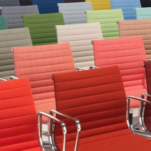 Aluminium Group EA 104 Chair by Ray and Charles Eames from Vitra - Aram Store