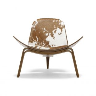CH07 Shell Chair by Hans Wegner from Carl Hansen & Son - Aram Store