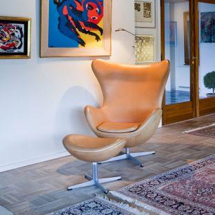 Egg Footstool by Arne Jacobsen for Fritz Hansen - Aram Store