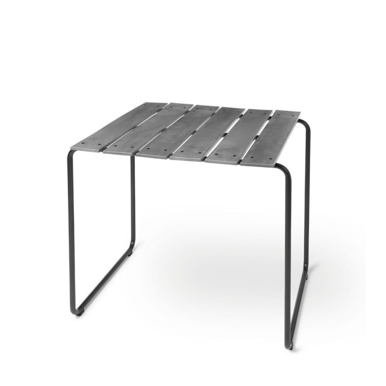 Ocean square outdoor table by Nanna Ditzel for Mater