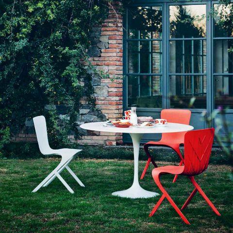Saarinen Outdoor Round Table by Knoll International - ARAM Store
