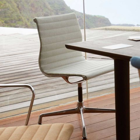 Aluminium Group EA 101 Chair by Charles and Ray Eames from Vitra - Aram Store