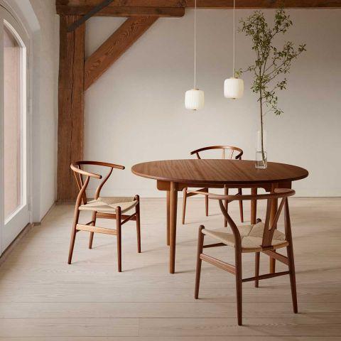 CH24 Wishbone Chair by Hans Wegner from Carl Hansen & Son - Aram Store